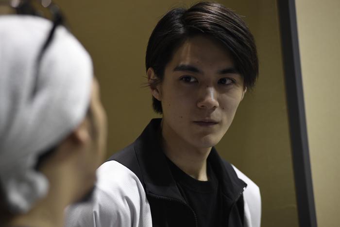 松本享恭は、代議士の息子であり秘書の山之内蓮太郎役
