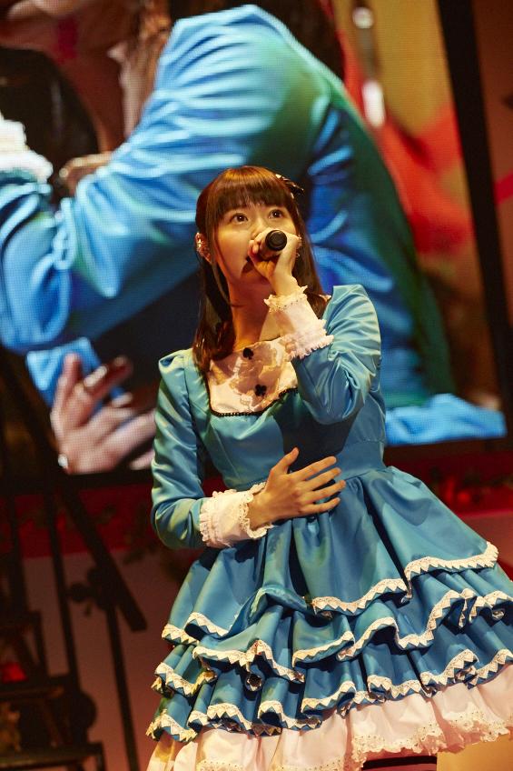 青のドレスの竹達彩奈