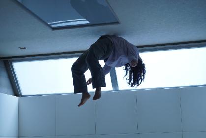 エビぞり状態で宙に浮く山田杏奈、存在感バツグンの國村隼! 「恐怖の村」シリーズ第2弾『樹海村』場面写真12点を一挙公開