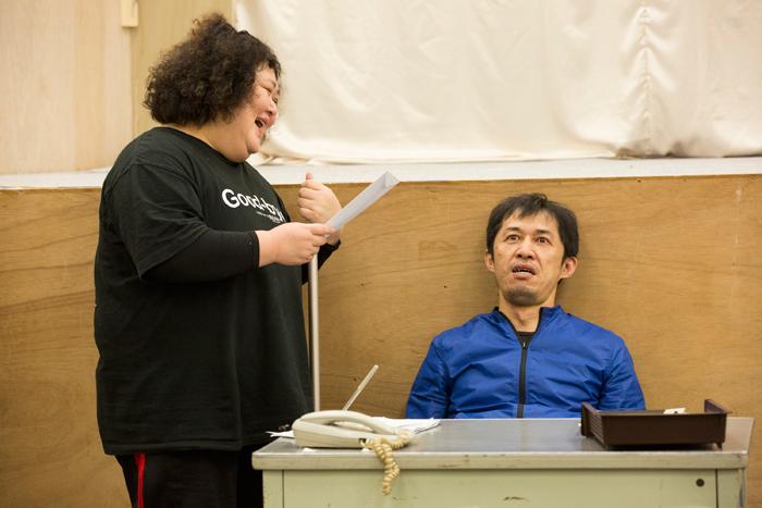 舞台「ホテル・カルフォリニア~HOTEL CALFORINIA~」(左)平田敦子、(右)吉増裕士 写真=鈴木久美子