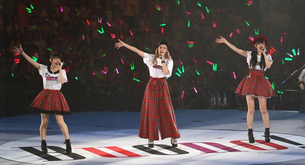 Buono!「Buono!ライブ2017 ~Pienezza」神奈川・横浜アリーナ公演の様子。(写真提供:アップフロント)