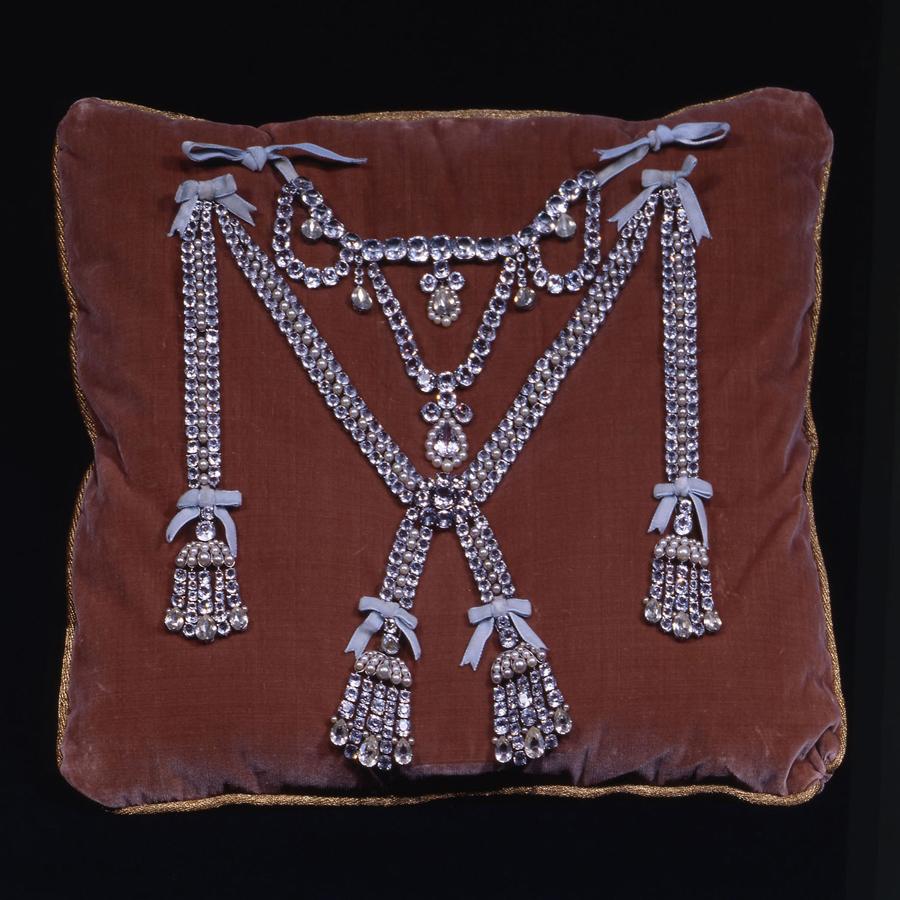 ビュルマ社 シャルル・オーギュスト・べメールとポール・ バッサンジュの原作に基づく《王妃の首飾りの複製》1960-1963年 ヴェルサイユ宮殿美術館