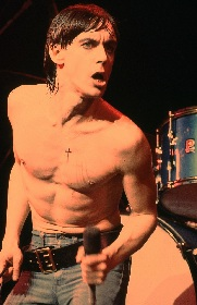 イギー・ポップがデヴィッド・ボウイと制作したアルバムにライブ音源などを収録したボックスセットをリリース