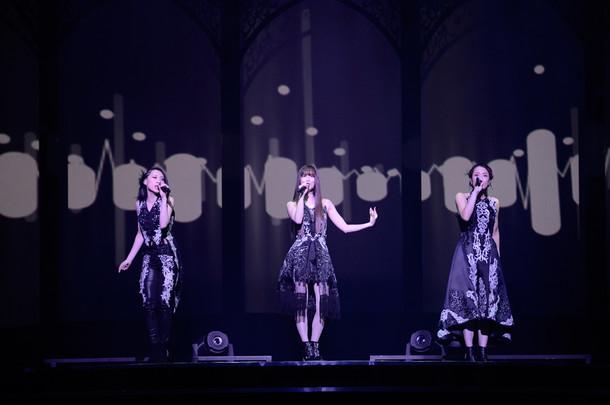 Kalafina「far on the water」東京・東京国際フォーラム ホールA公演の様子。(写真提供:スペースクラフト・エンタテインメント)