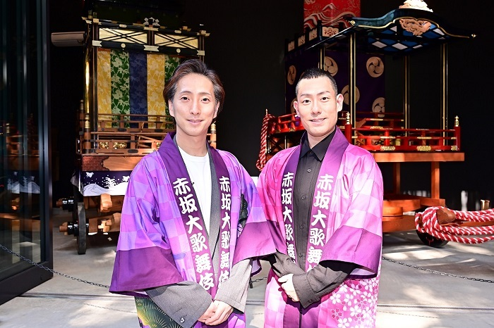 『赤坂大歌舞伎』製作発表会見 参拝風景山車前より (左から)中村七之助、中村勘九郎