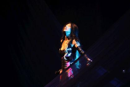 鬼束ちひろの15年ぶりツアーが映像化、ピアニスト・坂本昌之との追加公演も収録