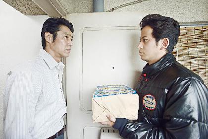 岡田准一 VS 堤真一、緊迫の対面シーンを解禁 映画『ザ・ファブル 殺さない殺し屋』から新場面写真を公開