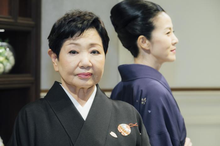 (左から)泉ピン子、坂本冬美