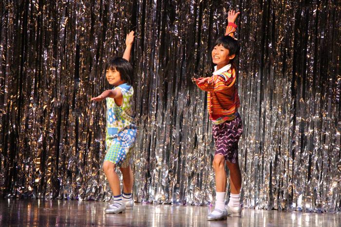 (左から)マイケル役の持田唯颯、ビリー役の未来和樹