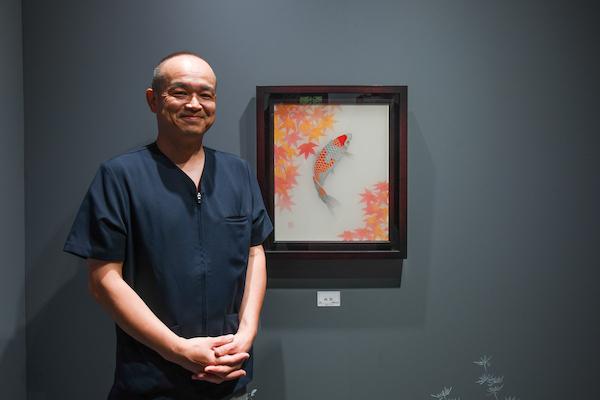 「林田画廊」で個展を行っている松崎和実さん