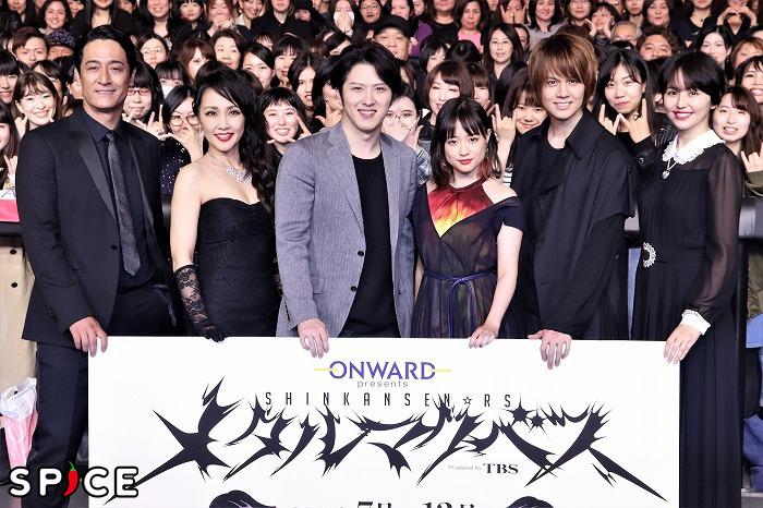 (左から)橋本さとし、濱田めぐみ、尾上松也、大原櫻子、浦井健治、長澤まさみ