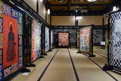 """『和キルト×百段階段 2018』展レポート 独創的デザインと究極の手仕事が融合した""""布の芸術""""に魅せられる"""