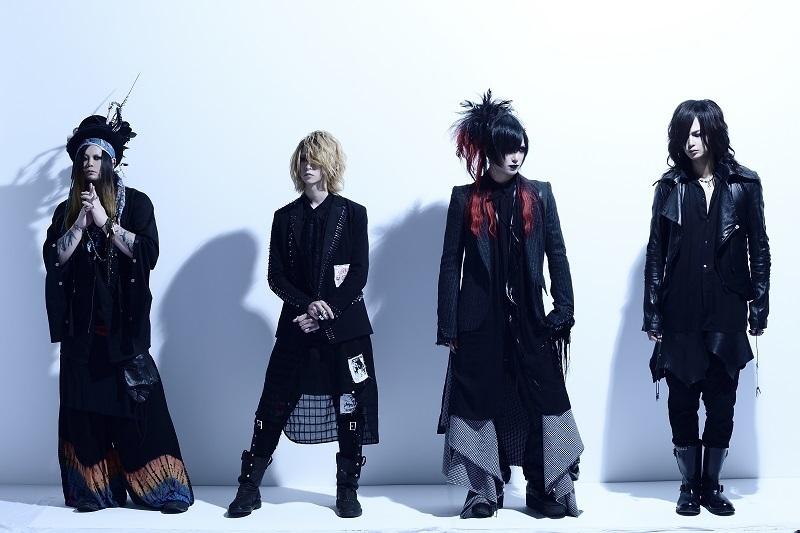 DEZERT/L⇒R:Sacchan(Ba)、Miyako(Gt)、千秋(Vo)、SORA(Dr)