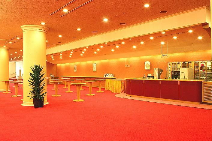 劇場内ロビーラウンジ(写真は宝塚歌劇団提供)