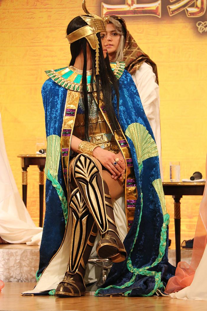 太腿チラリがセクシーな衣装ですね! 浦井健治  ミュージカル「王家の紋章」