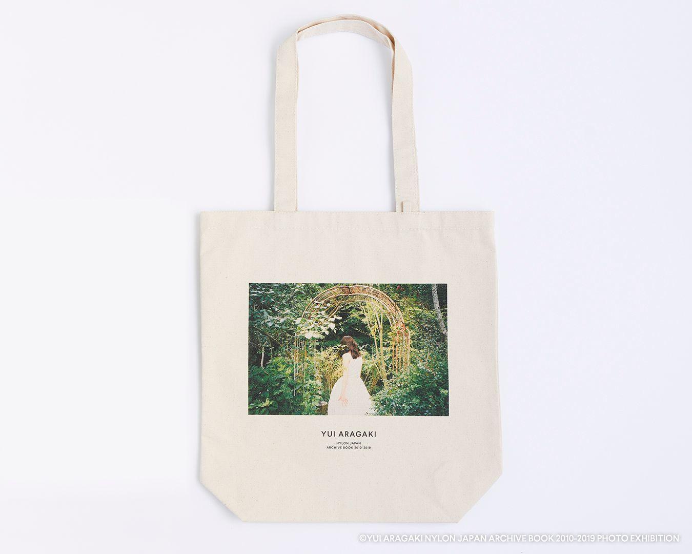 トートバッグ (C)YUI ARAGAKI NYLON JAPAN ARCHIVE BOOK 2010-2019 PHOTO EXHIBITION