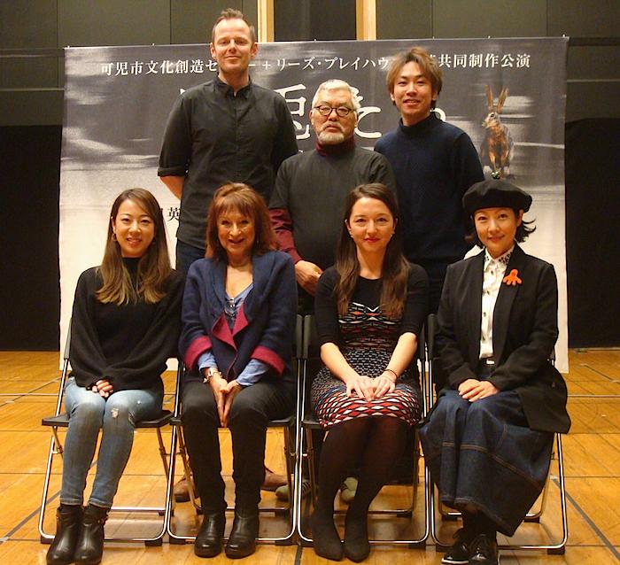 出演者一同。前列左から・永川友里、アイシャ・ベニソン、スーザン・もも子・ヒングリー、七瀬なつみ 後列左から・サイモン・ダーウェン、小田豊、田中宏樹