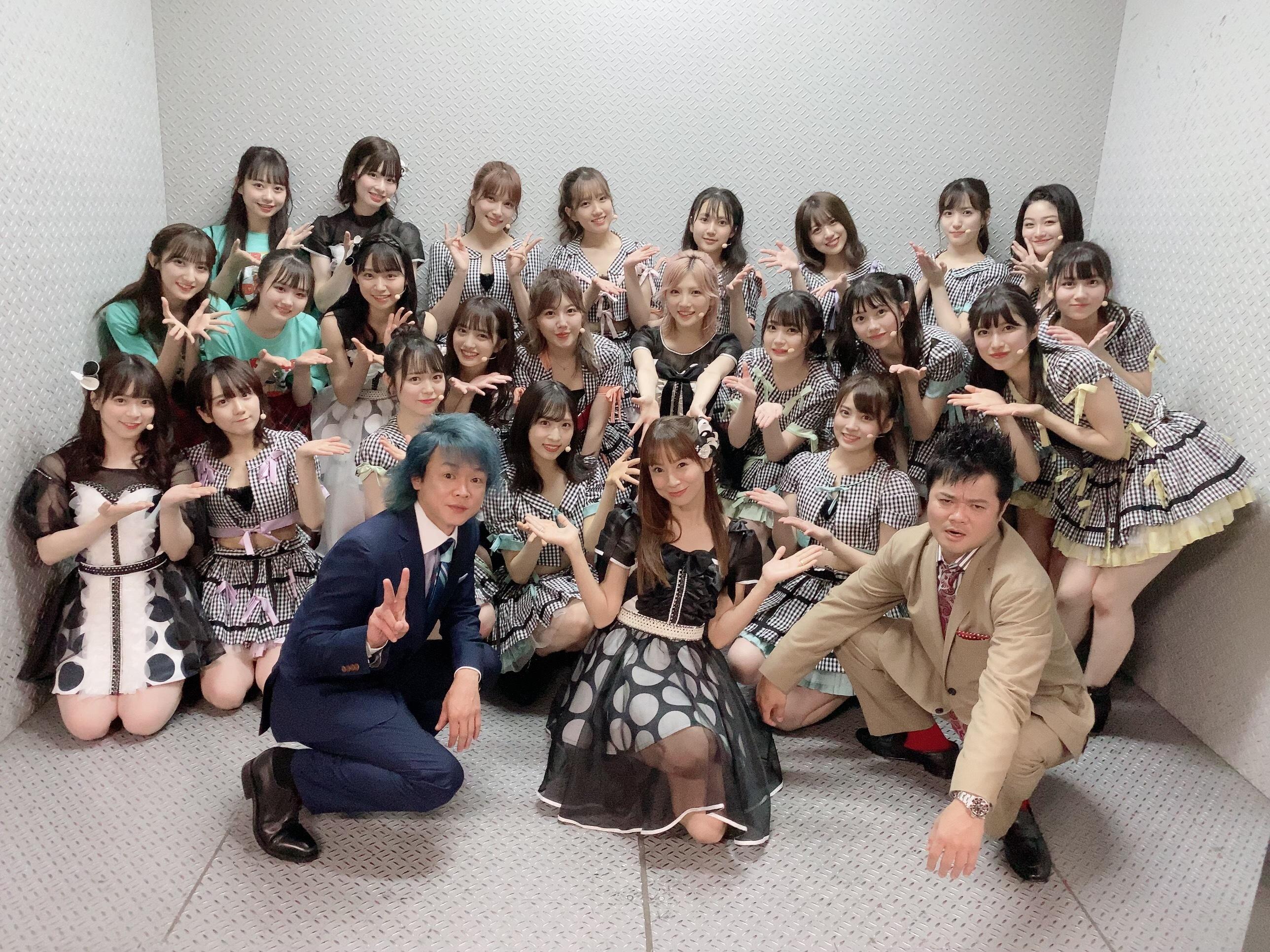 鈴木亜美&バッドボーイズ&AKB48集合写真