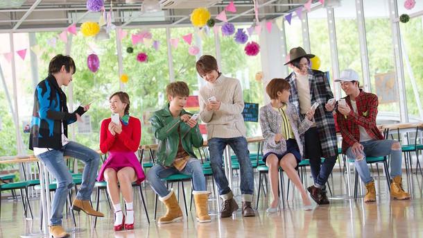 「ぷよぷよ!!クエスト」のテレビCM「友達とぷよクエ篇」に出演するAAA。