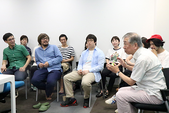 劇団「地蔵中毒」の面々と村松利史