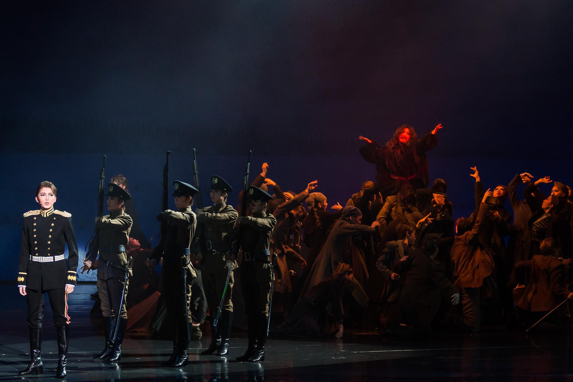 ミュージカル・プレイ『神々の土地』~ロマノフたちの黄昏~(c)宝塚歌劇団