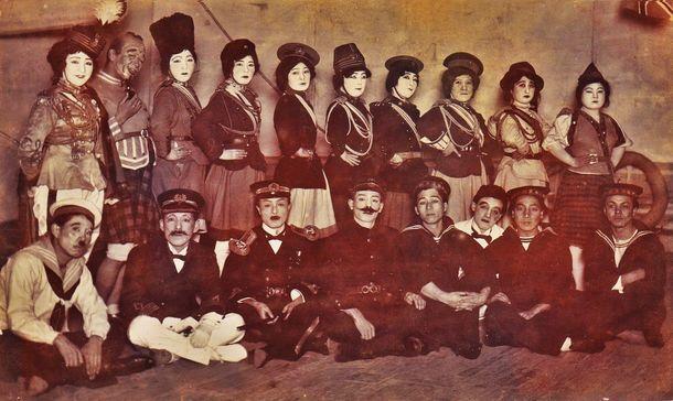 「女軍出征」(1917年/初演)より。高木徳子一座。