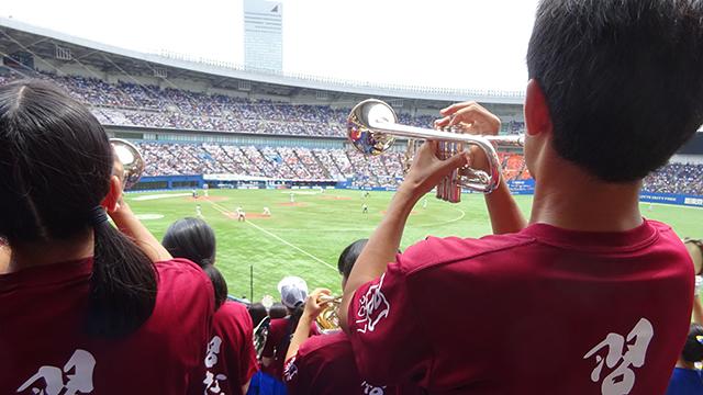 吹奏楽部は試合前に国歌演奏するほか、マリーンズ応援団とも連携する