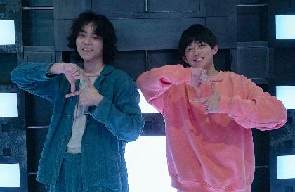 菅田将暉の主演映画『CUBE ⼀度⼊ったら、最後』謎解きクリエイター・松丸亮吾が撮影現場を訪問 コラボレーション企画で謎作成も