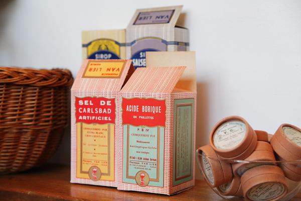 しゃれたテイストの薬の空き箱