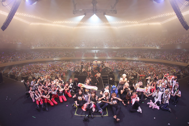 「EXIT TUNES ACADEMY 日本武道館 2015」終演後の記念写真。(写真提供:EXIT TUNES)
