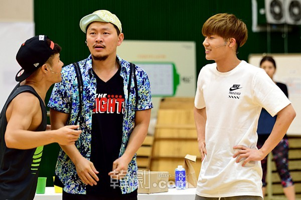 (写真左から)ソニー役 ユク・ヒョンウク、ウスナビ役 ヤン・ドングン、ベニー役 キム・ソンギュ