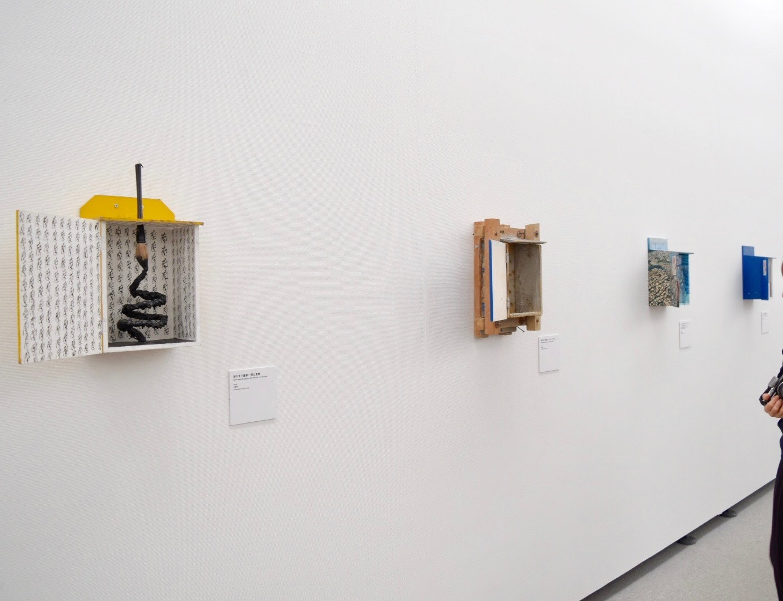 左端《新なすび画廊–横山豊蘭》1998年