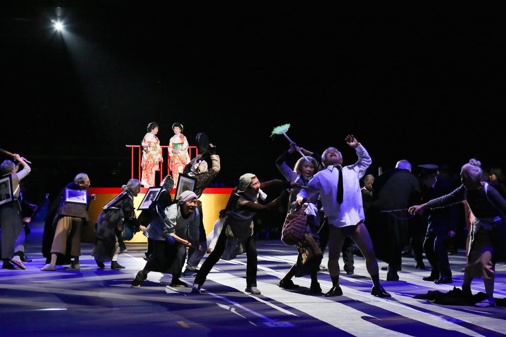 1万人のゴールド・シアター2016 『金色交響曲~わたしのゆめ、きみのゆめ~』 撮影:宮川舞子