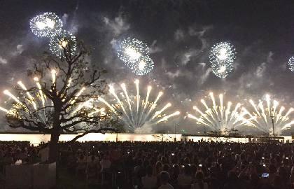 6つのプログラム、10,000発の花火で「水の文化」を表現! 夏の風物詩『2017びわ湖大花火大会』を体験レポート