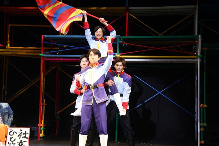 久ヶ沢徹(中央) 舞台「イントレランスの祭」より