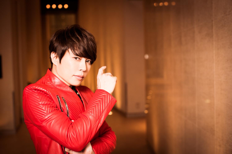 赤いジャケットの西川貴教