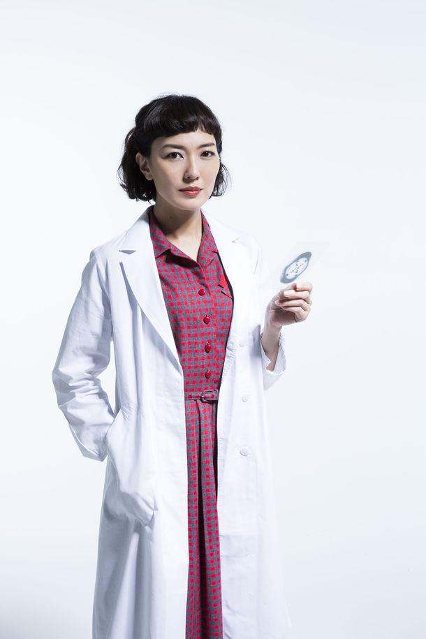 「PHOTOGRAPH 51」より、板谷由夏演じるロザリンド・フランクリン。