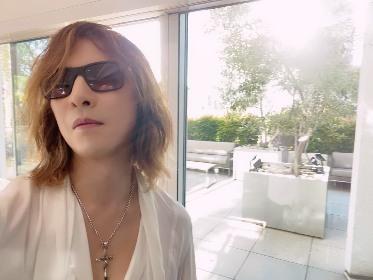 YOSHIKI フランスの『Numéro』に登場、信念やアートについて語るインタビューと自撮り写真掲載