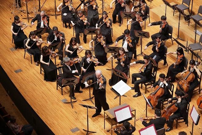 「レッド・ヴァイオリン」組曲を弾き振りするシトコヴェツキー (c)s.yamamoto