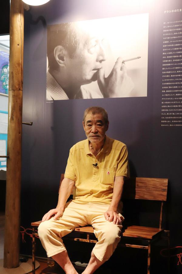 柄本明氏 演劇博物館特別展「別役実のつくりかた」特設ベンチにて