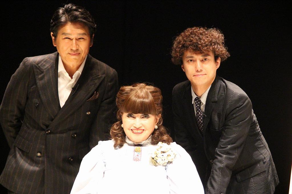 朗読劇『ラヴ・レターズ』で初共演した(左から)高橋克典、黒柳徹子。演出家の藤田俊太郎