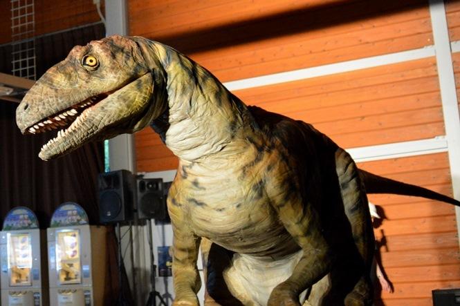 迫力の恐竜ライブには、3頭の恐竜が登場!