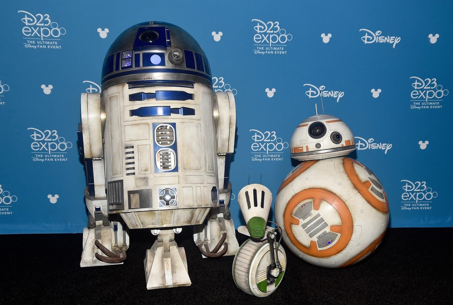 左からR2-D2、D-O、BB-8