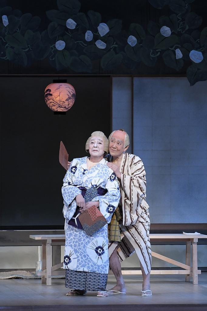 『夕顔棚』左より、婆=尾上菊五郎、爺=市川左團次 /(C)松竹