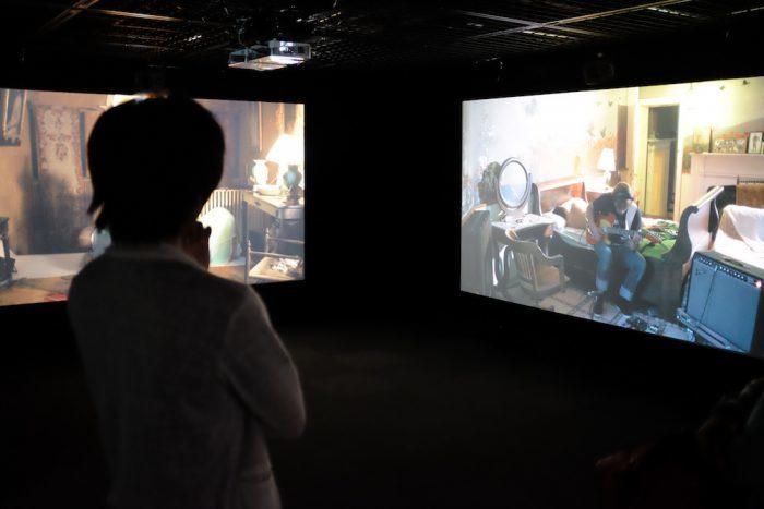 ラグナル・キャルタソン《ザ・ビジターズ》2012 ヨコハマトリエンナーレ2017展示風景