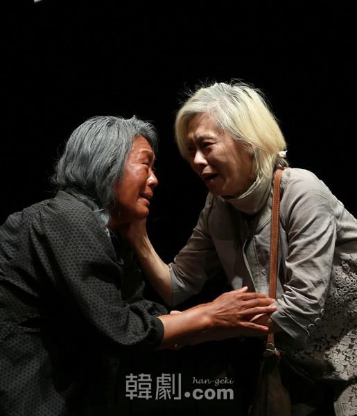 ハンブニ(イェ・スジョン 写真右)と、妹ではないかと疑うレン(チョン・グギャン)の対面シーン