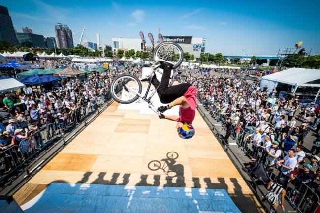 「BMXフリースタイルパーク」では、日本を代表するBMXライダーが集結。世界最高峰のビッグトリックを見せる
