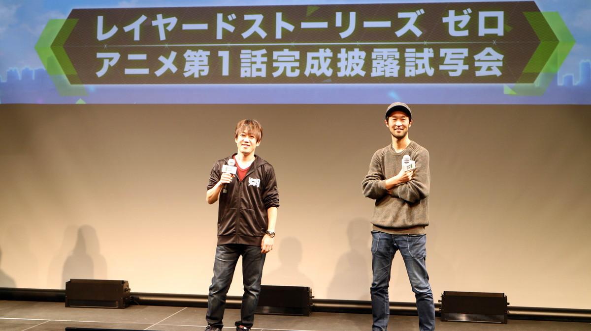 左から第1話上映前に挨拶する総合プロデューサー・手塚晃司、アニメ監督の大橋聡雄