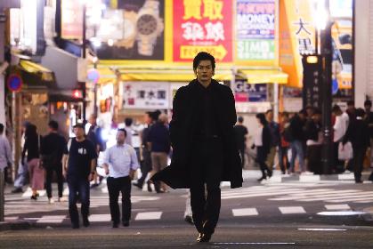 崎山つばさが「手段をえらばない」ダークヒーローに 主演映画『クロガラス』予告編を解禁