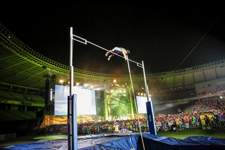 『ももクロ夏のバカ騒ぎ2017 -FIVE THE COLOR Road to 2020- 味の素スタジアム大会会場』2日目 棒高跳び Photo by HAJIME KAMIIISAKA+Z